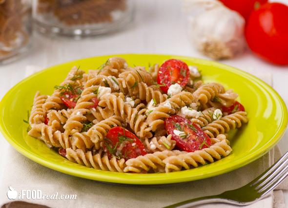 Przykład dania węglowodanowego: makaron pełnoziarnisty, chudy twaróg, warzywa