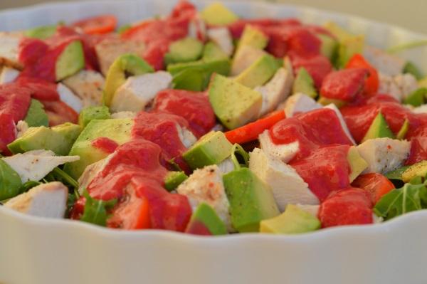 salatka-z-sosem-malinowym-dieta-metabolizm